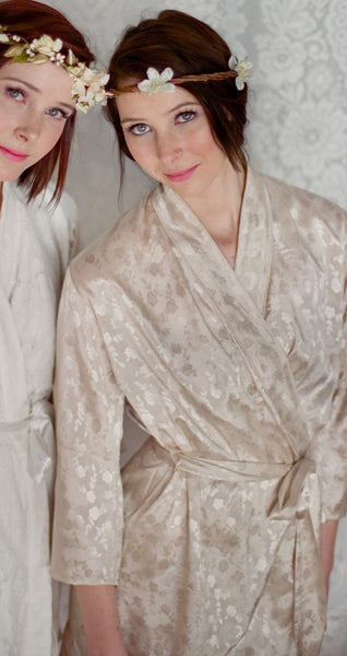 Limited Edition. Ballade del vientre. Rayon brocade short robe. Medium.