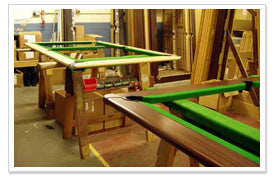 Plateau de billard en fabrication