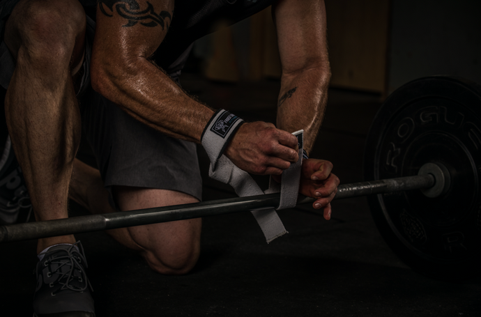 HOW TO USE LIFTING STRAPS AND GET STRONGER FASTER