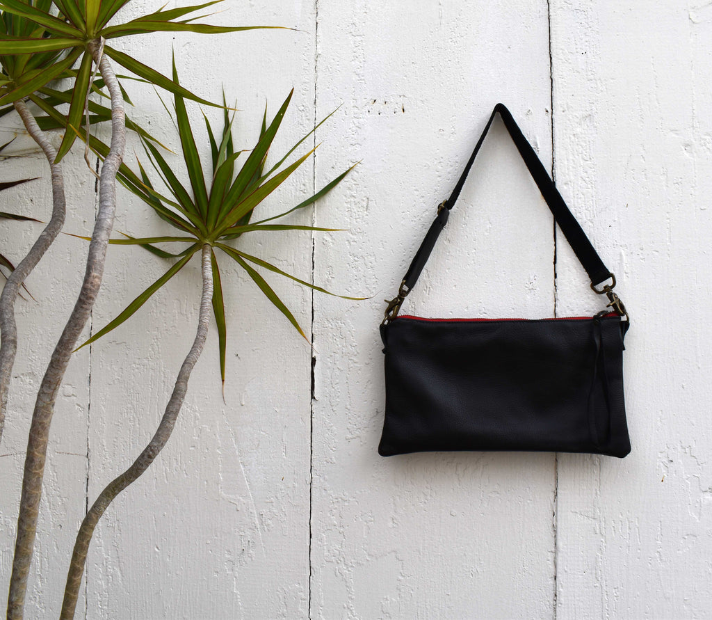 Long Clutch in Black Leather with detachable strap