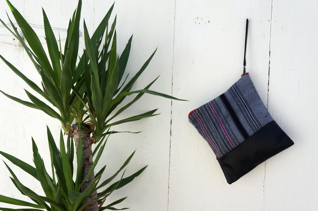 Clutch Aquinnah Grey in Black Leather