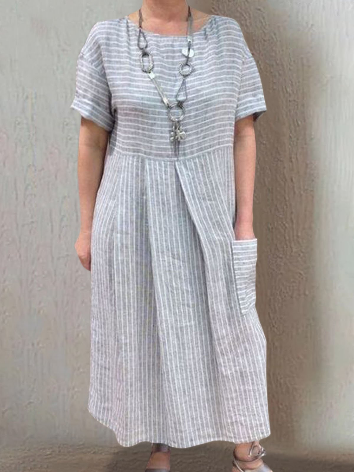 Summer Dress Pockets Pleated Details Round Neck Striped Dress