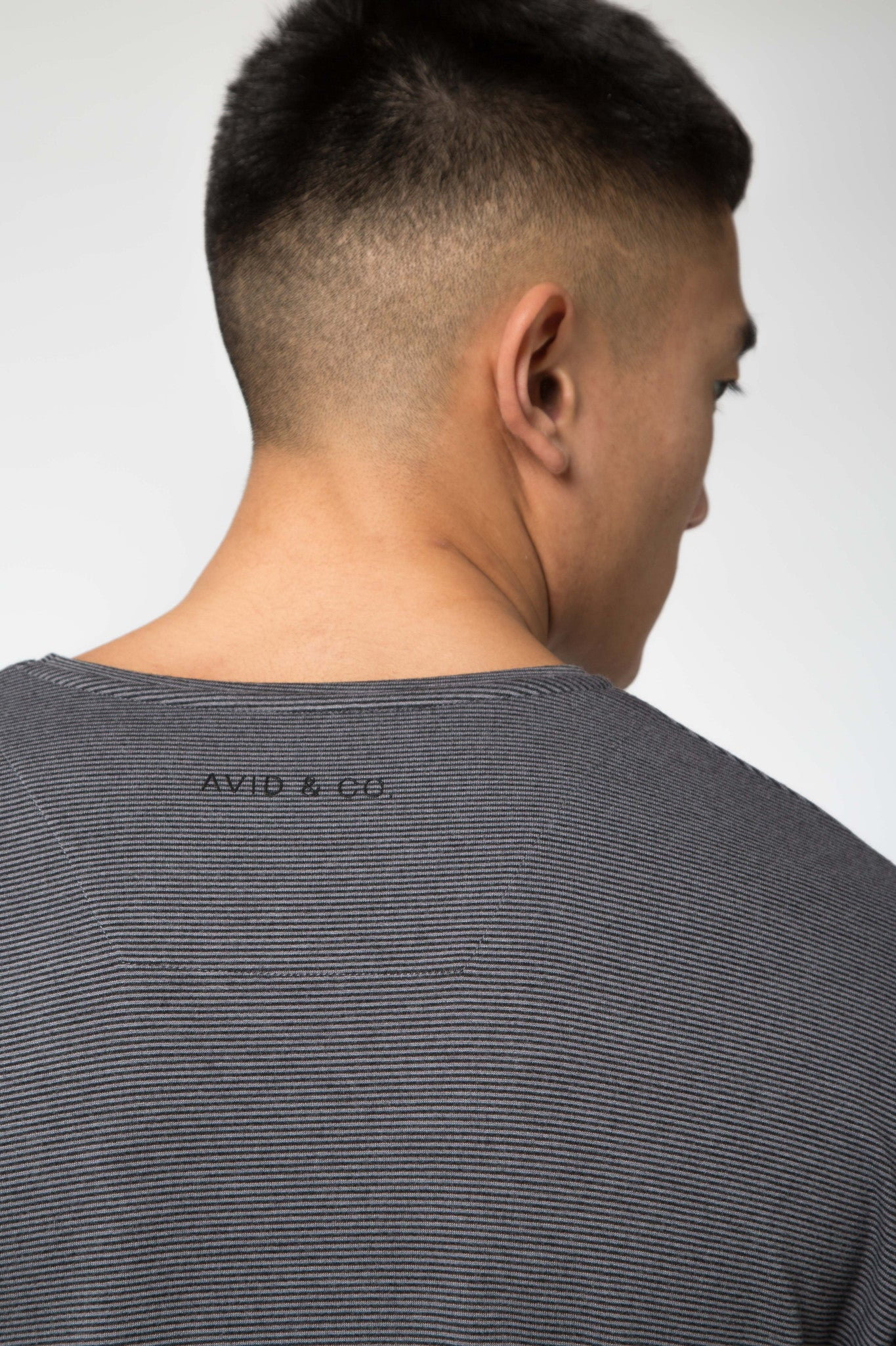Avid & Co. [ Elliot ] L/S Tee Dark Grey / Alloy