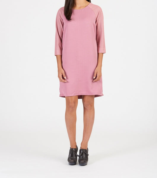 Leather sleeve shift dress with cashmere blend fabric. Available in pink and black. 100% authentic leather