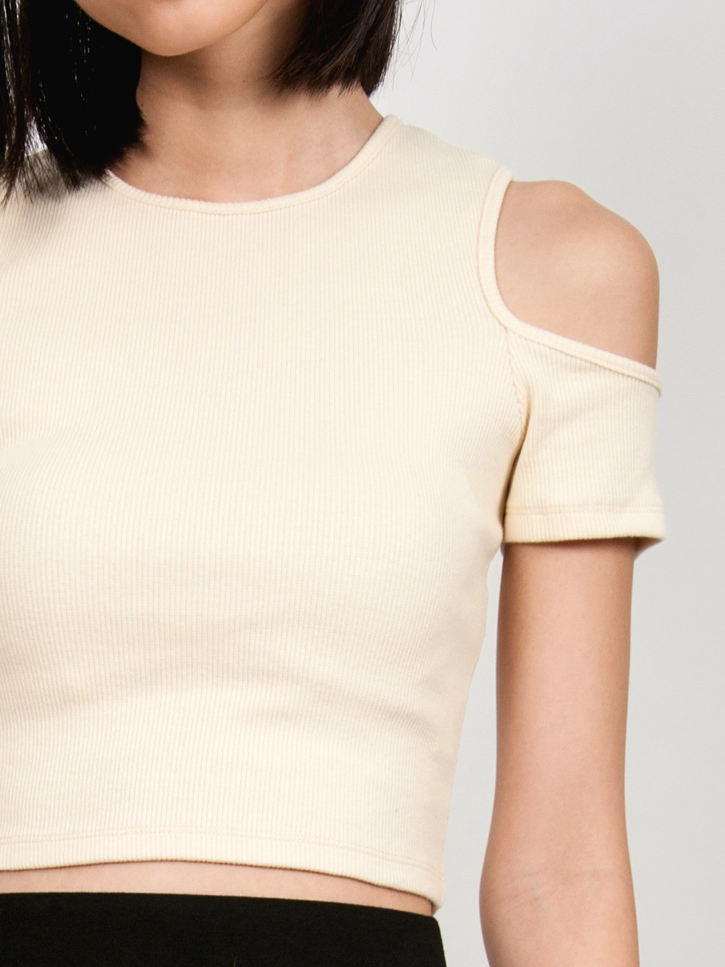 SKYLAR Ribbed Cold Shoulder Top (Cream)