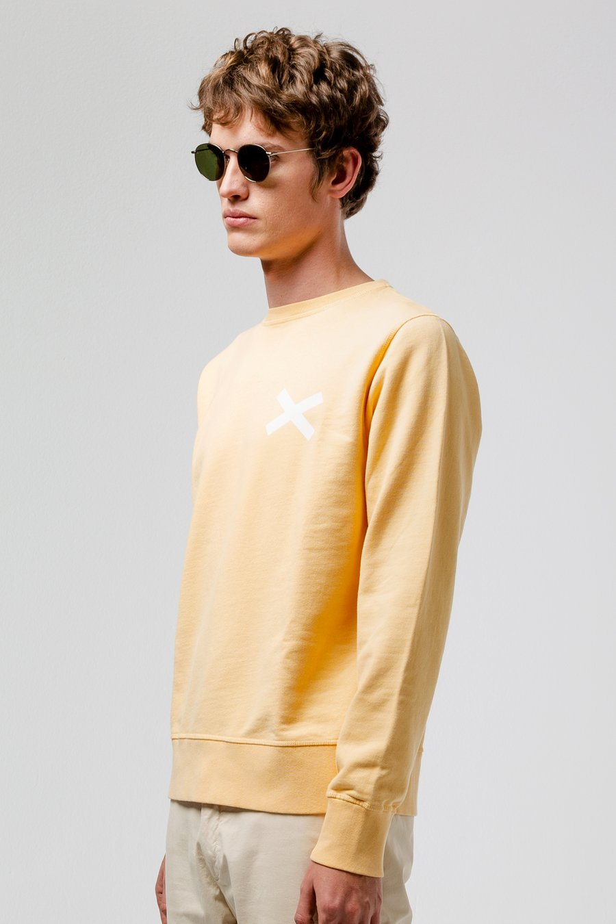 Edmmond cross sweater plain yellow