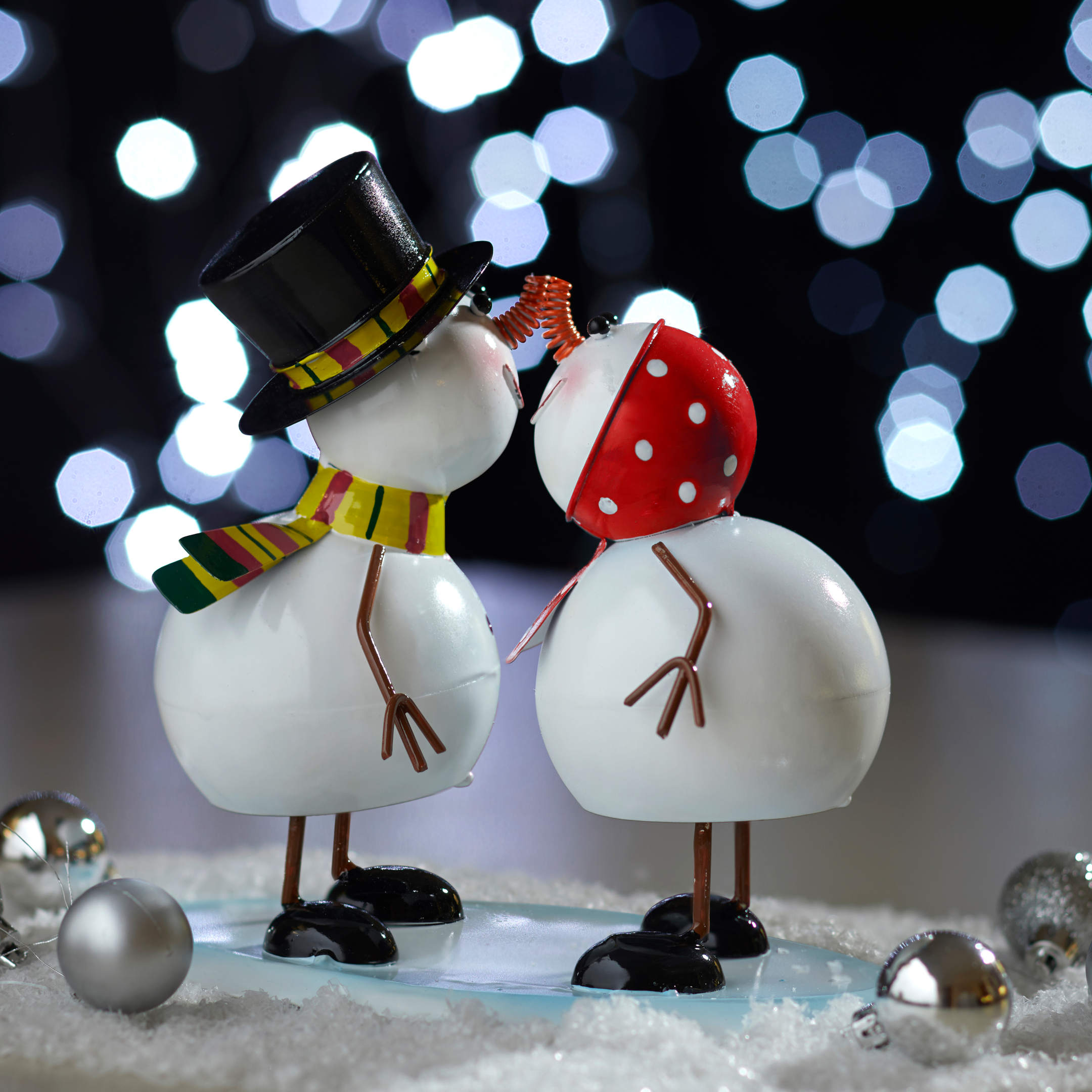 Mr. & Mrs. Frosty! # snehuliaci