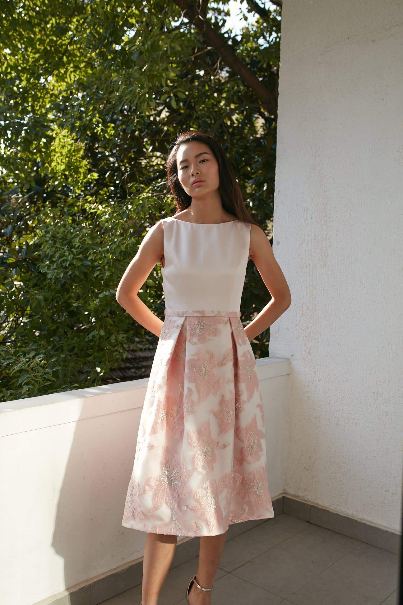 Style: AMELIE Metallic Floral Jacquard Pleated Dress with Boat Neckline - Peony Rice