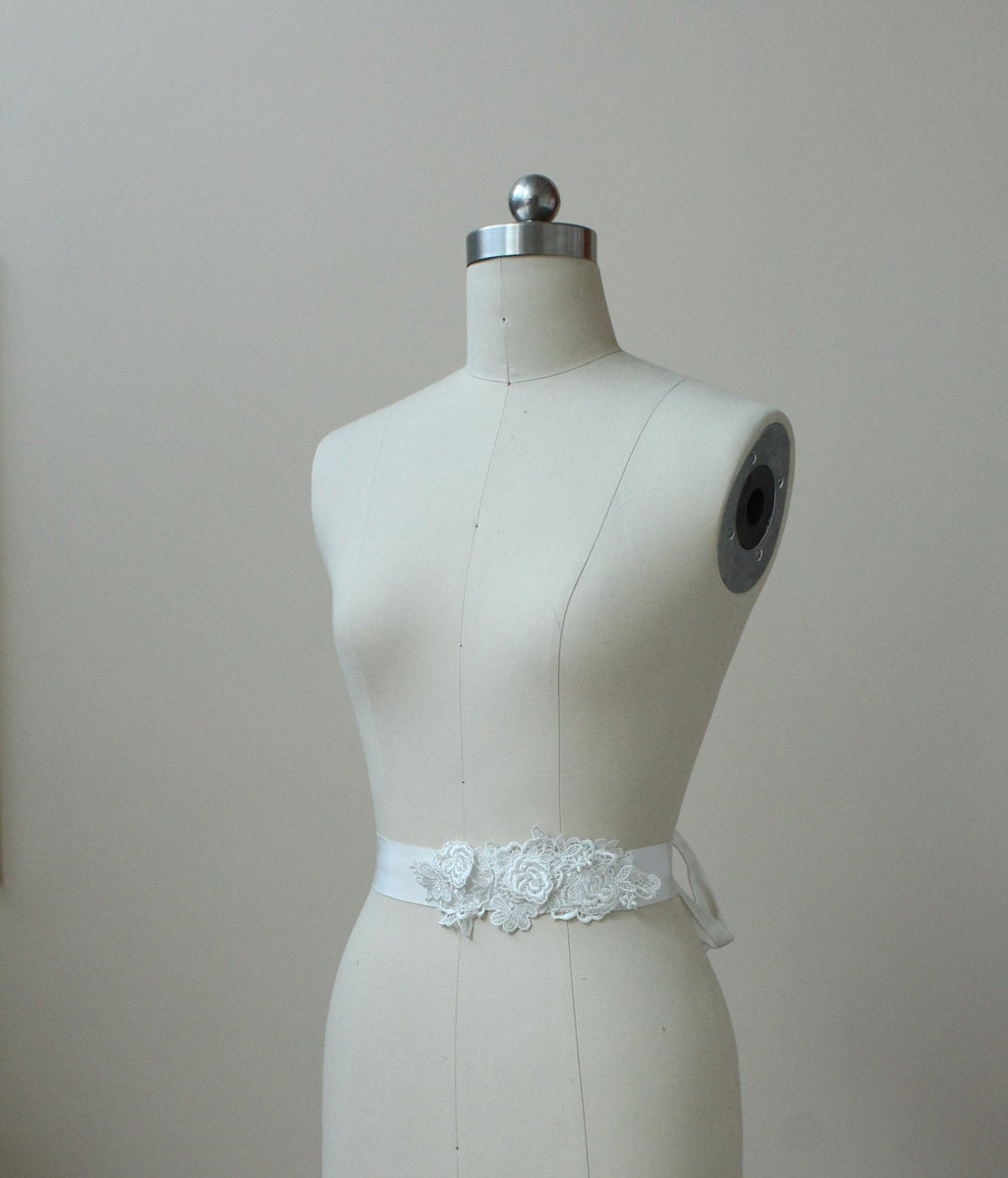 Style: MARLENE Embroidery Floral Lace Belt - Peony Rice
