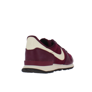 W INTERNATIONALIST SE MAROON