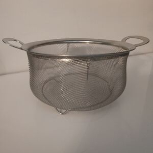3 Quart Stainless Steel Mesh Strainer with Handles and Feet