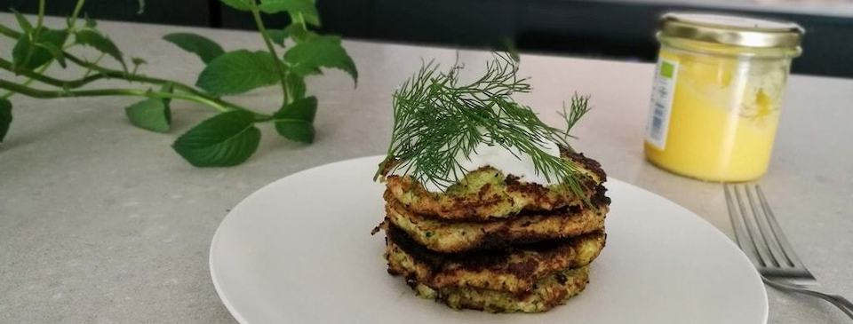 Keto Cauliflower Cakes With Sour Cream and Dill