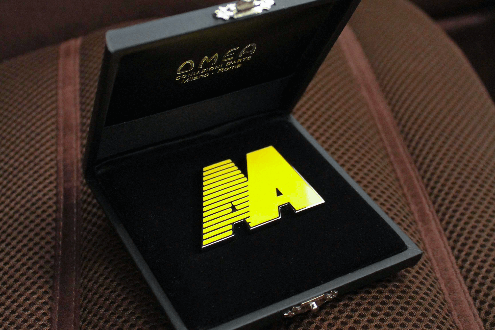 AA LOGO BADGE GIALLO GINESTRA