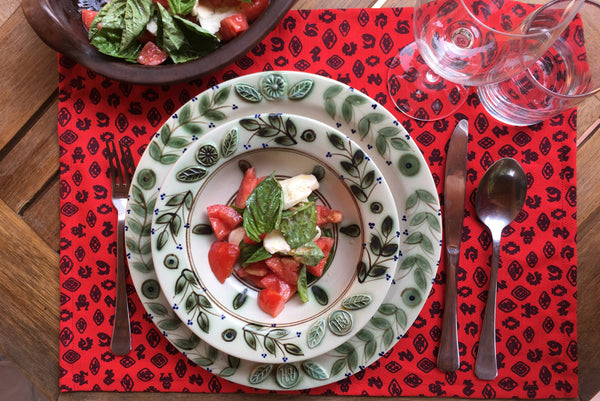 Placemat-Fauna-de-la-Costa-Red-with-Caprese