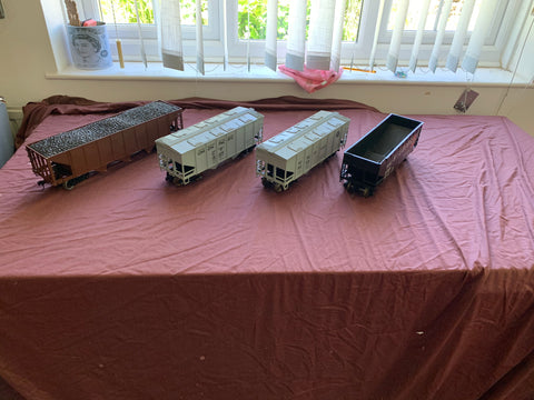 4 x Gauge / G-scale American Coal & Grain Hoppers
