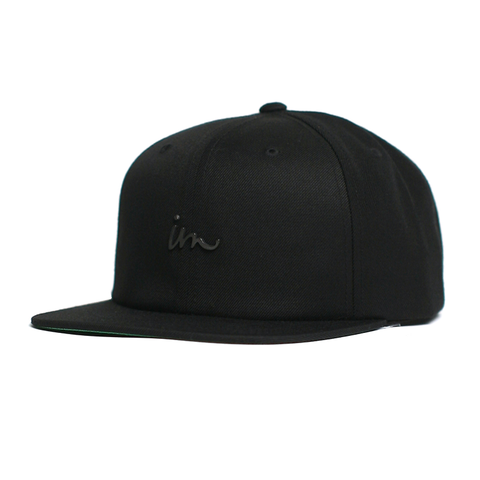 Deception Snap Back // Black