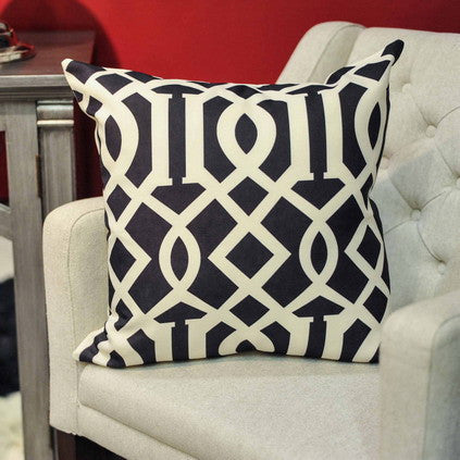 GEO PRINT CUSHION BLACK