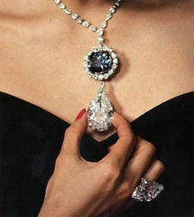 http://en.vogue.fr/uploads/images/thumbs/201340/hope_diamond_with_star_of_t_402015877_north_280x_white.jpg