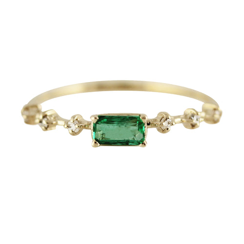 14K EMERALD WITH PRONG SET SIDE DIAMONDS RING