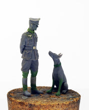 Load image into Gallery viewer, German Officer with Doberman 1/35