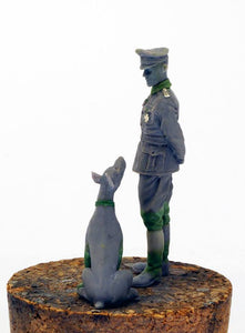 German Officer with Doberman 1/35