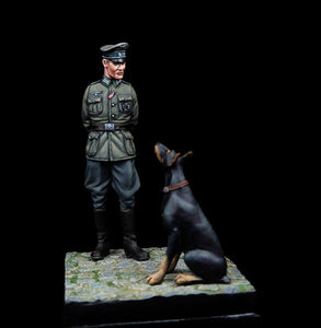 German Officer with Doberman 1:35