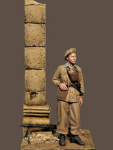 Load image into Gallery viewer, Italian Paratrooper 1:35