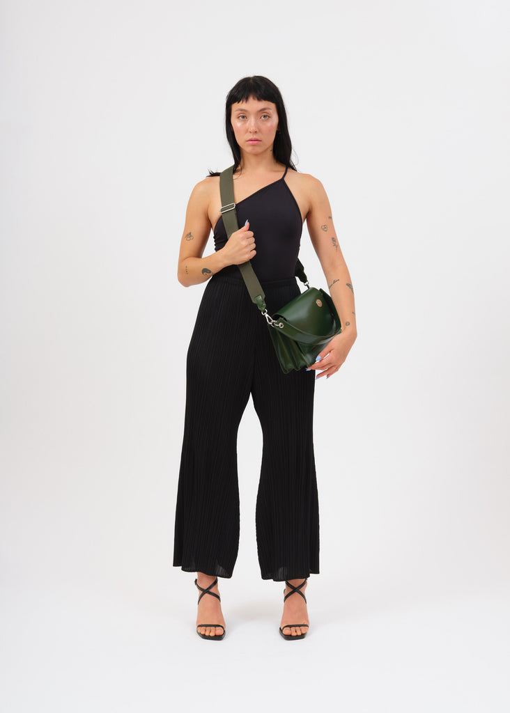 Model wearing green pinch shoulder bag with cotton strap