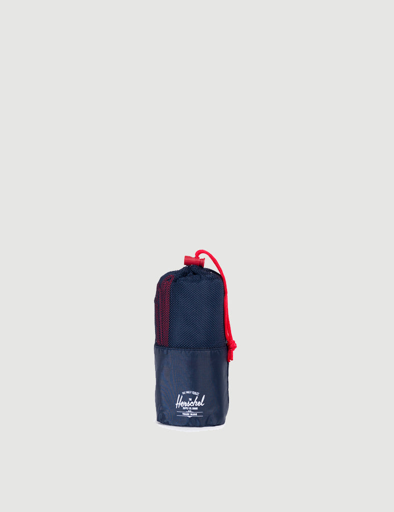 10540-00018-OS-camp-towel-navy-red-828432213719
