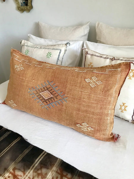 Large sabra silk cushion Faded peach