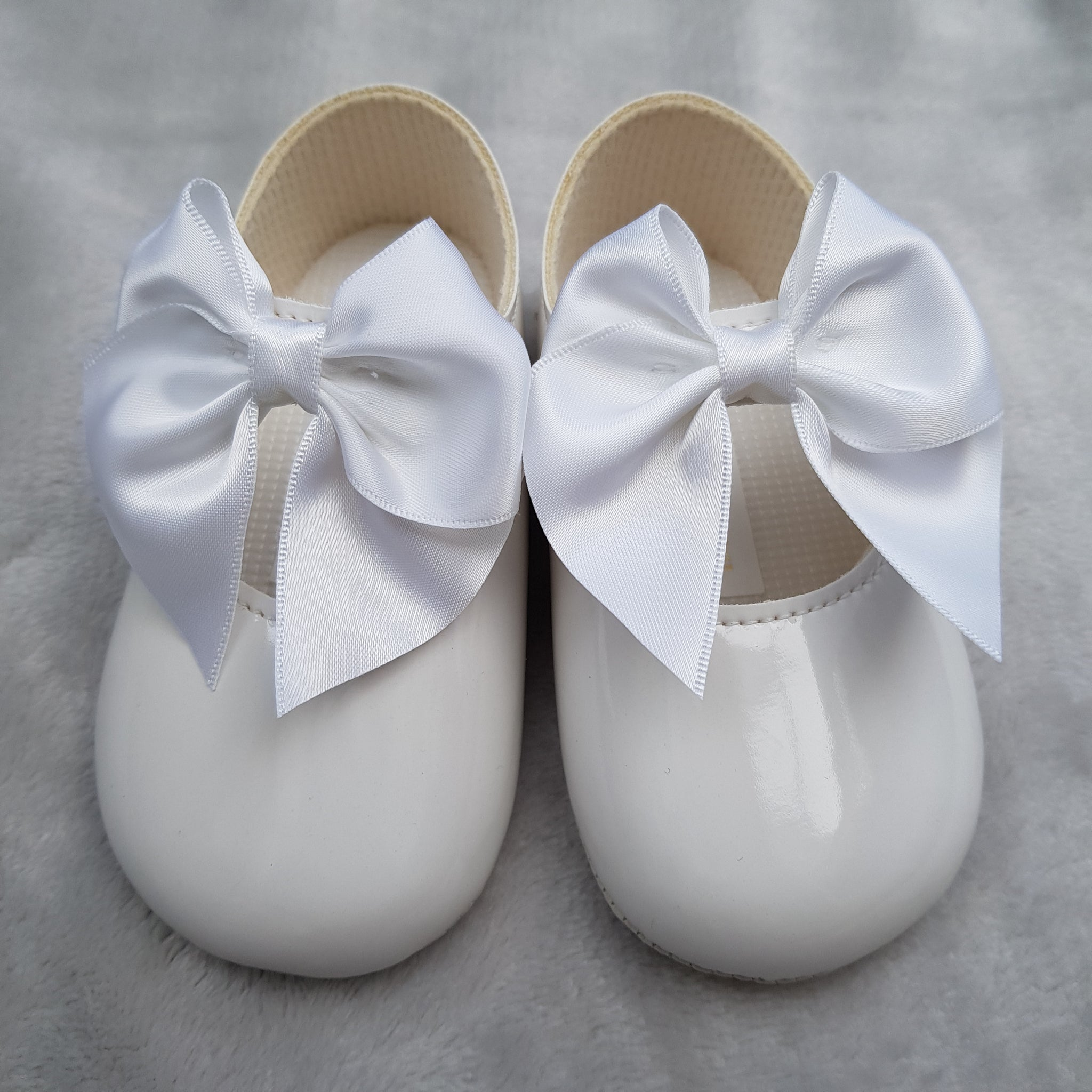 White Large Bow Pram Shoes - Sienna's Spanish Baby