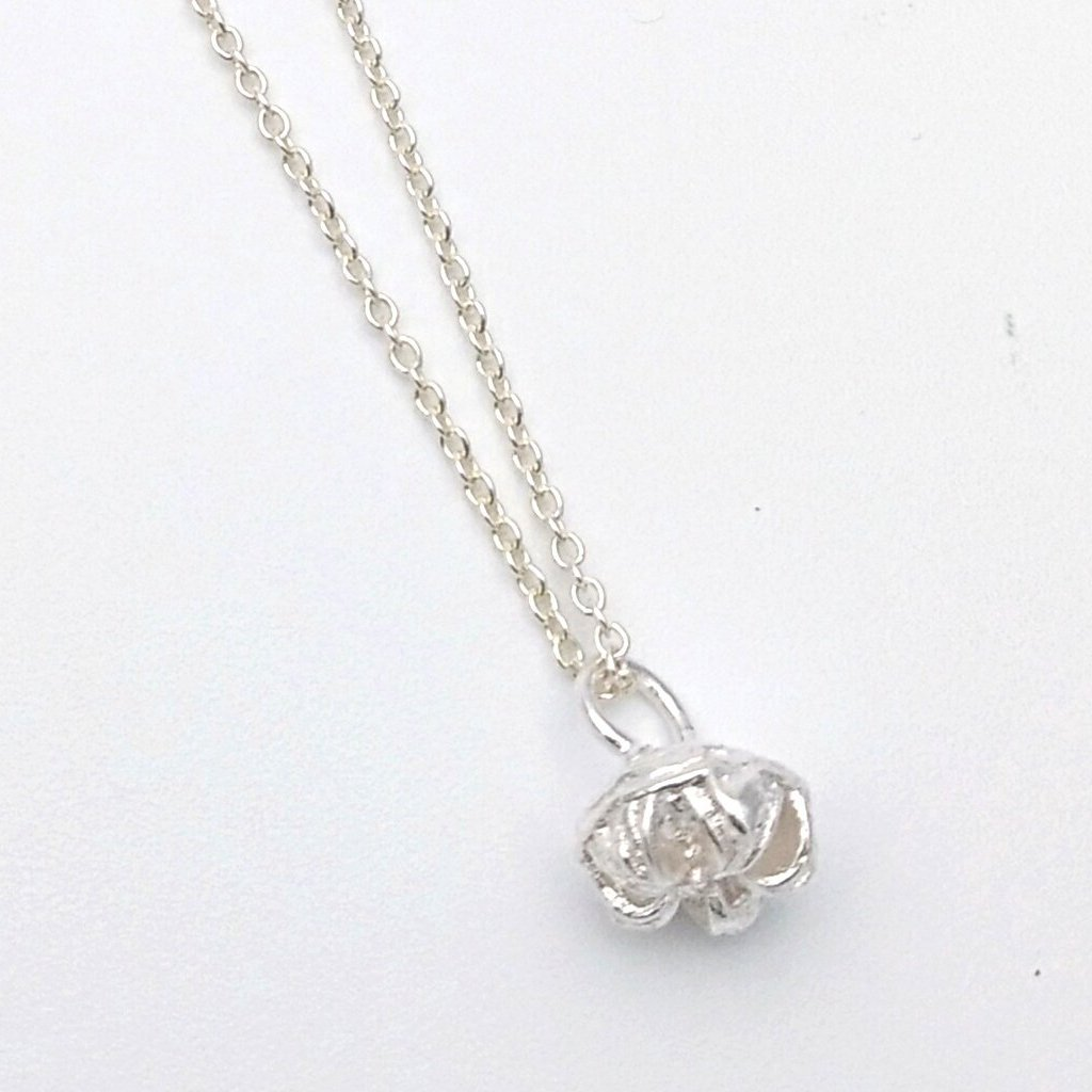 Silver manuka necklace