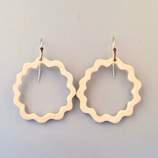 Round wavy bone earrings