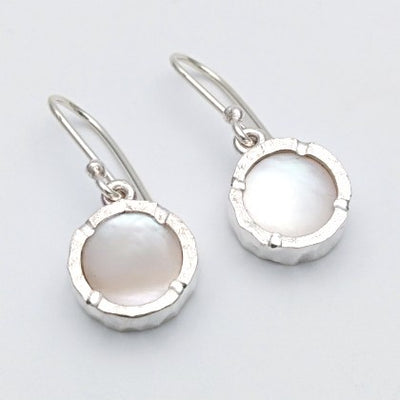 Round mother of pearl silver earrings