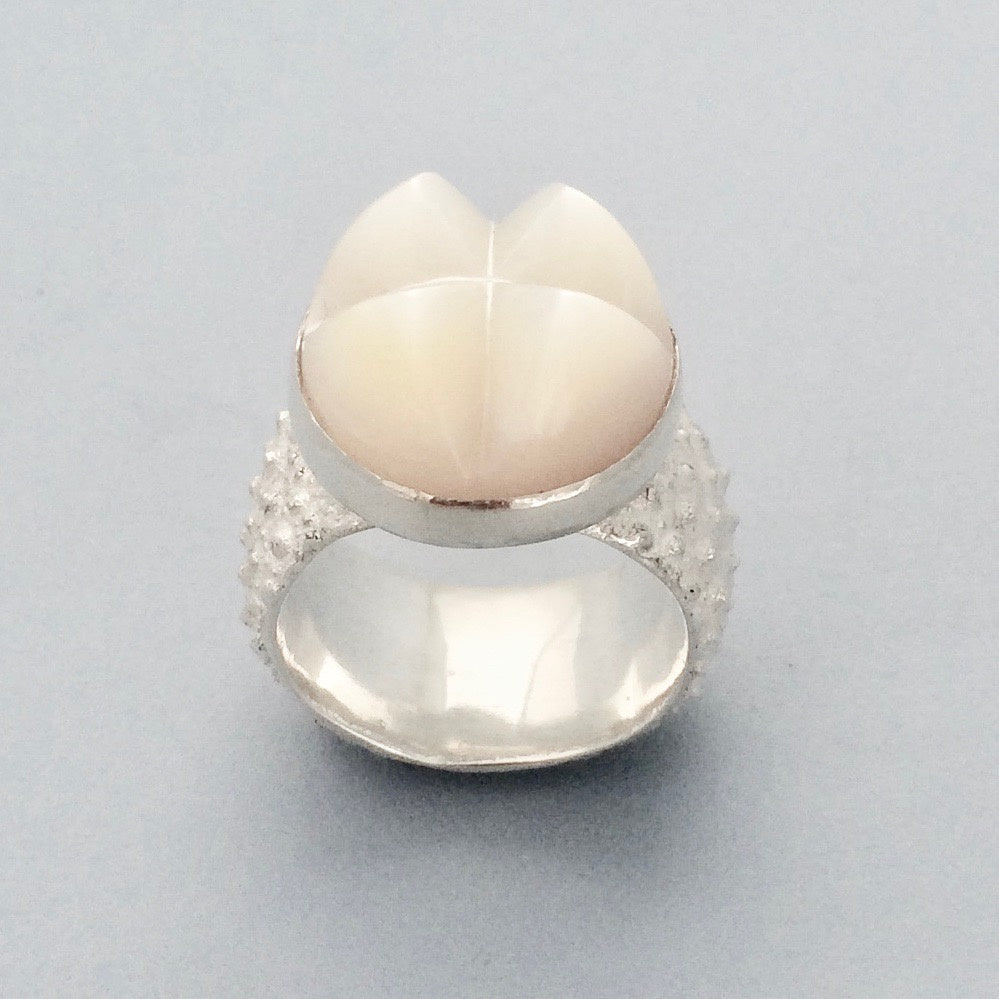 Mother of pearl kina ring