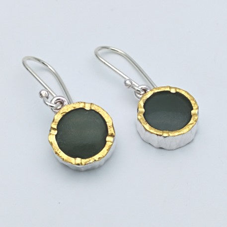 Round 22ct gold edged pounamu silver earrings