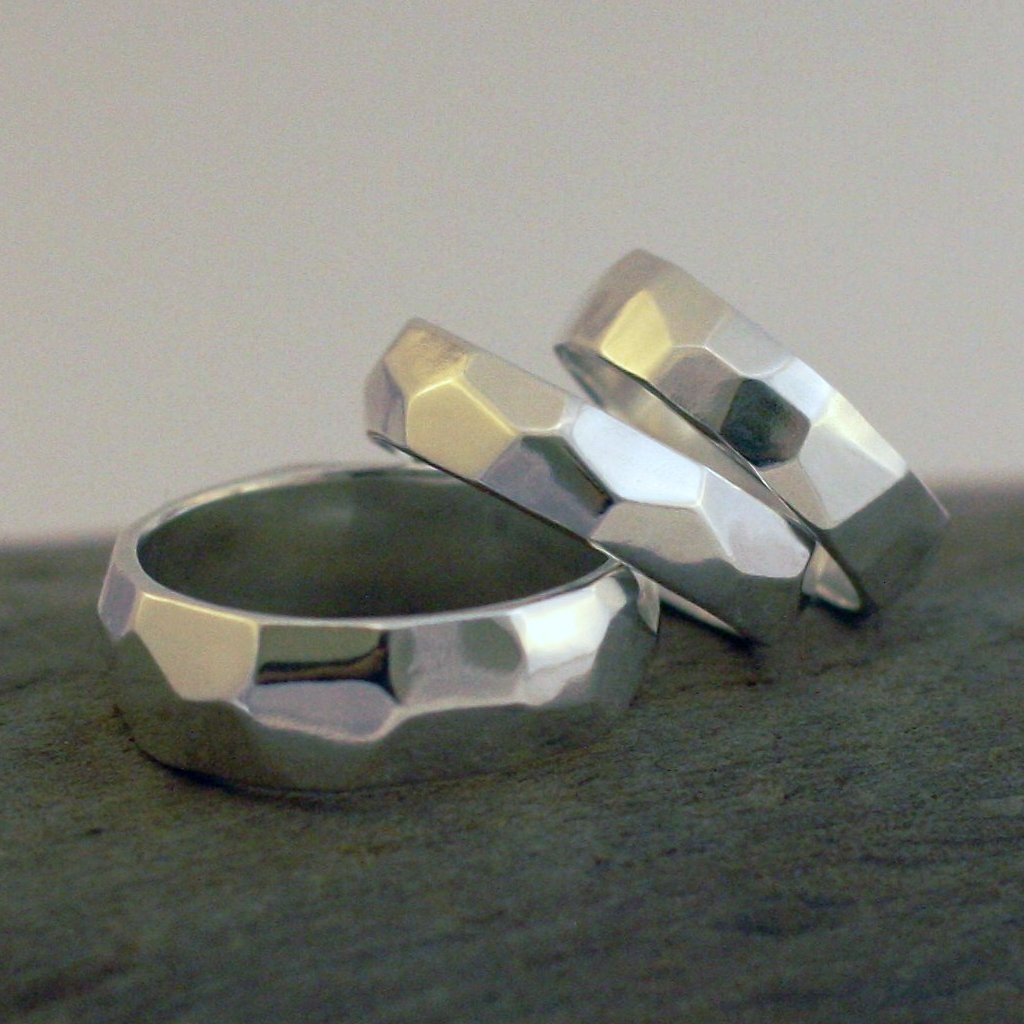 Silver faceted band