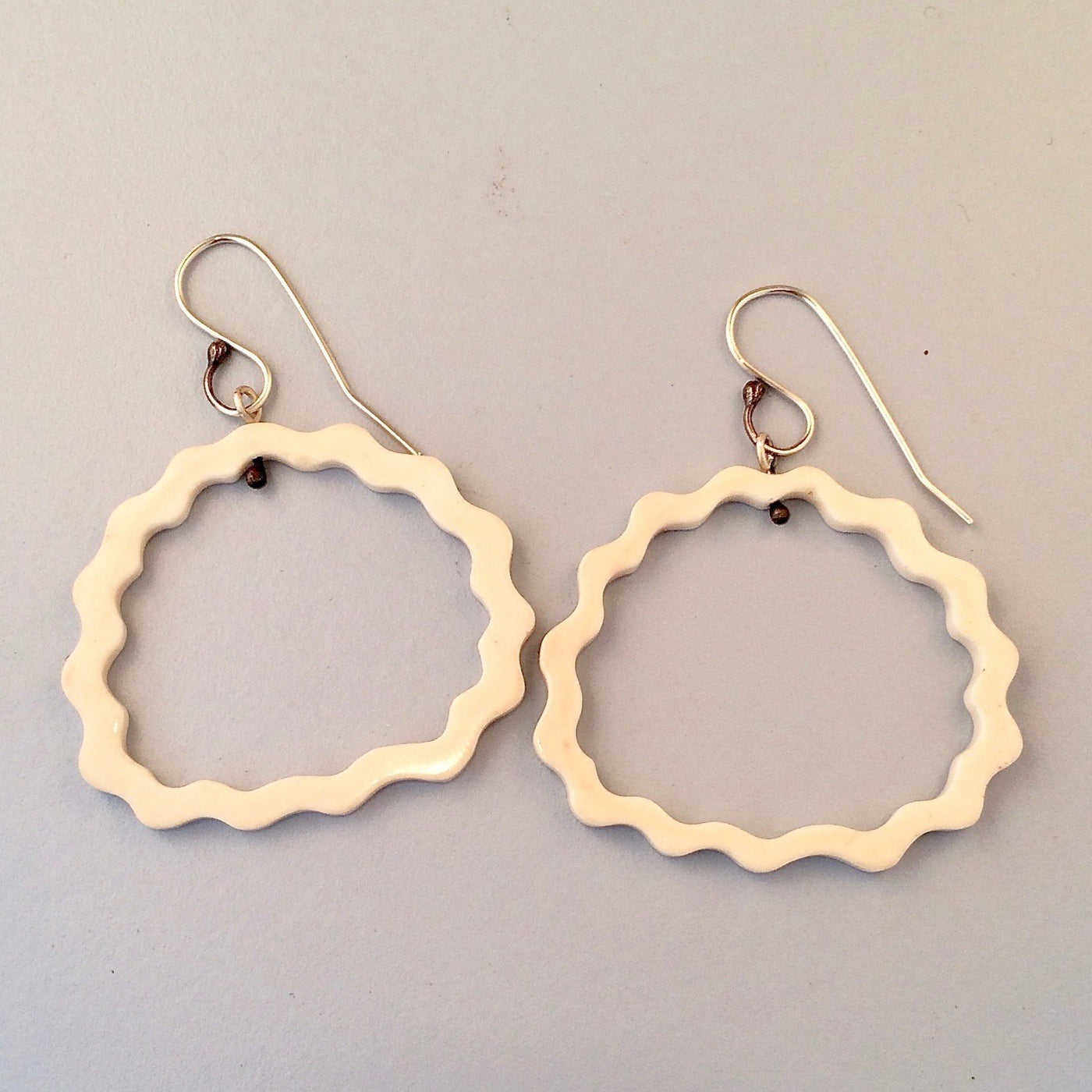 Oval wavy bone earrings