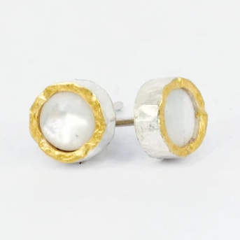Round mother of pearl gold edged studs