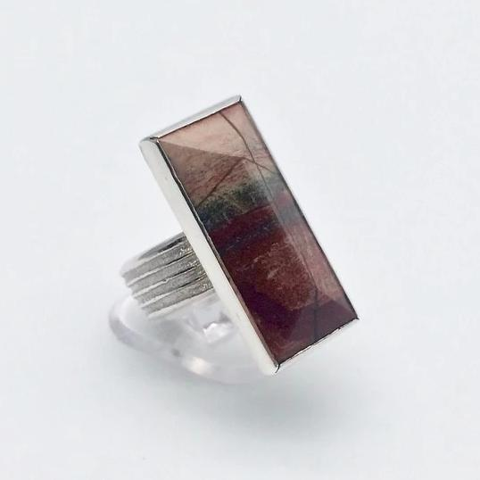 Stripy texture ring with jasper