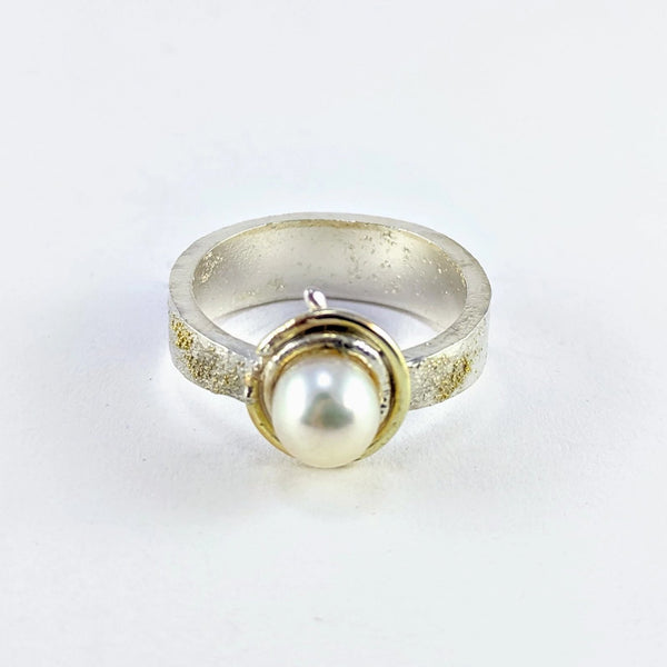 Future Artefact pearl ring