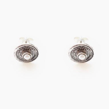 Pearl on a plate earrings