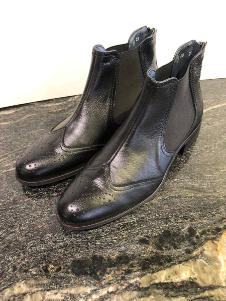 Elegant Black Leather Ankle Boot with Black Elastic Sides in Size 39/6