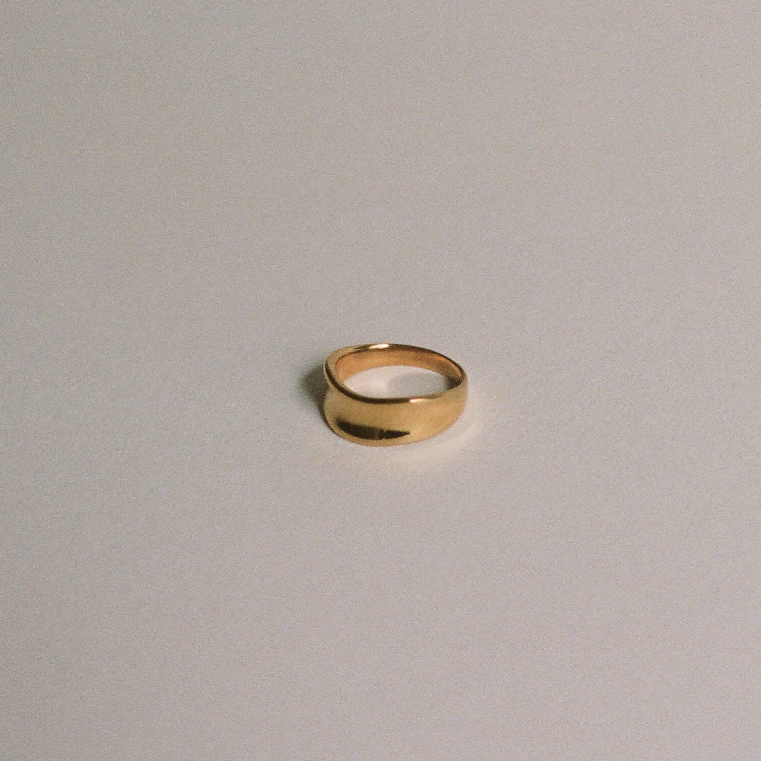 Thin Curve Ring