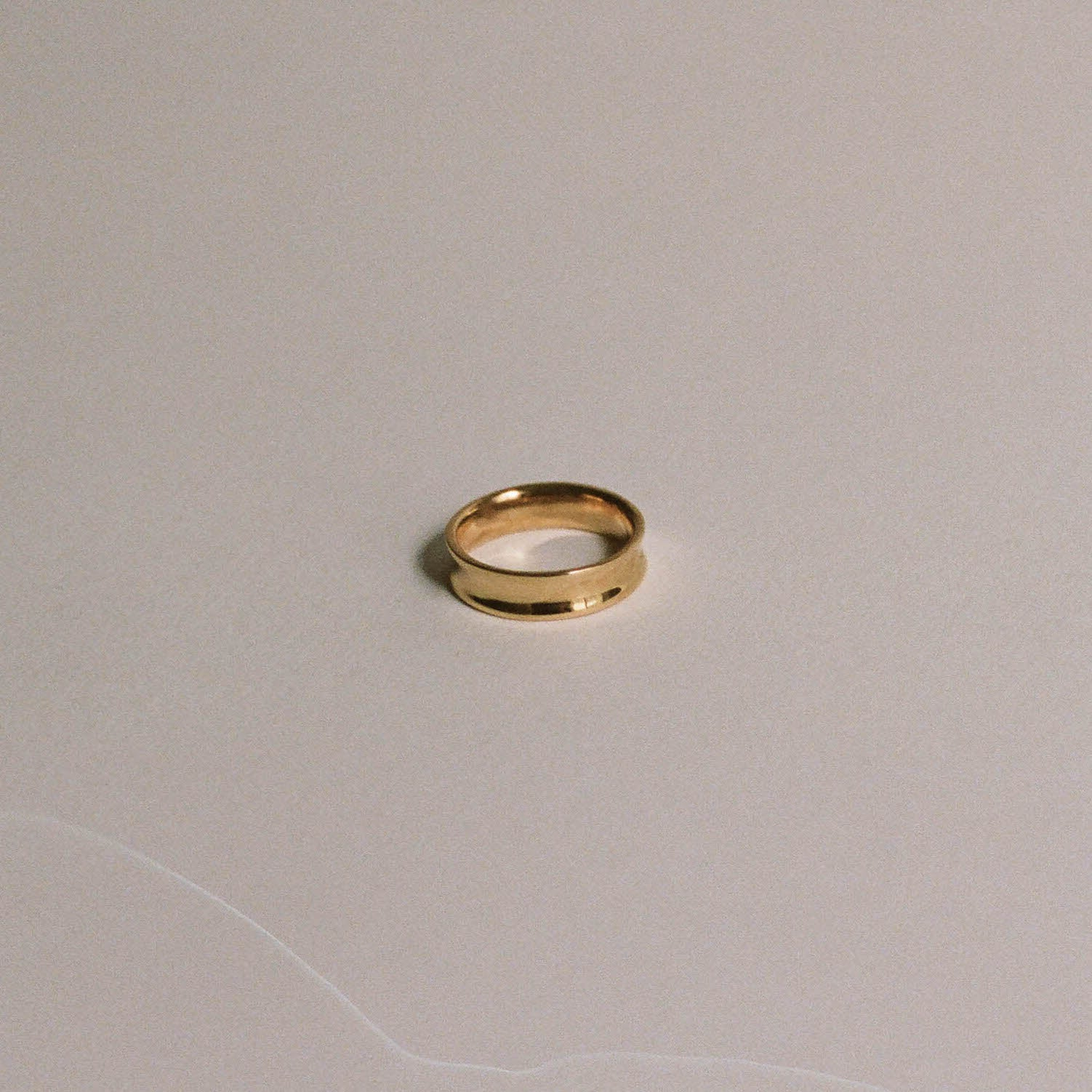 Thin Concave Band Ring Gold