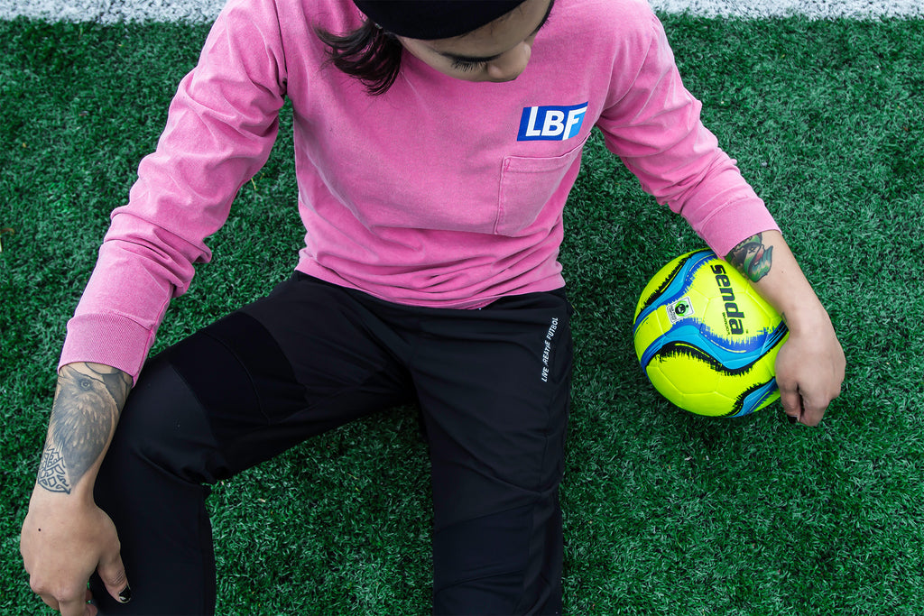 LIVE BREATHE FUTBOL Crunchberry long sleeve tee