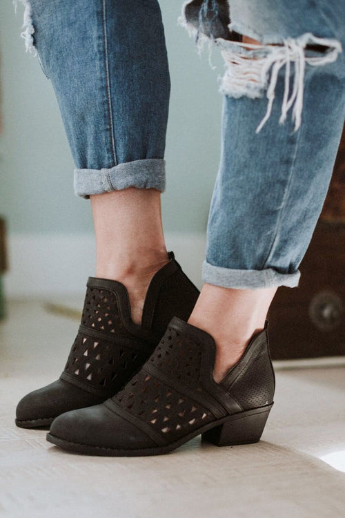 Nashville Cut Out Bootie - Black