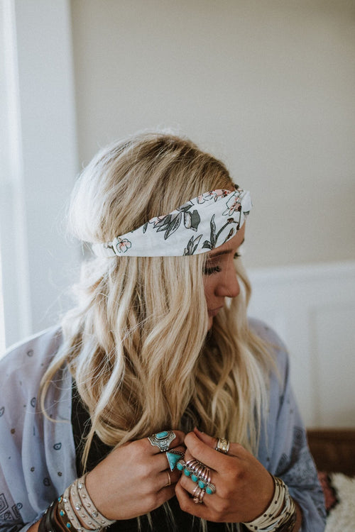 Rose Garden Twist Front Headband - White
