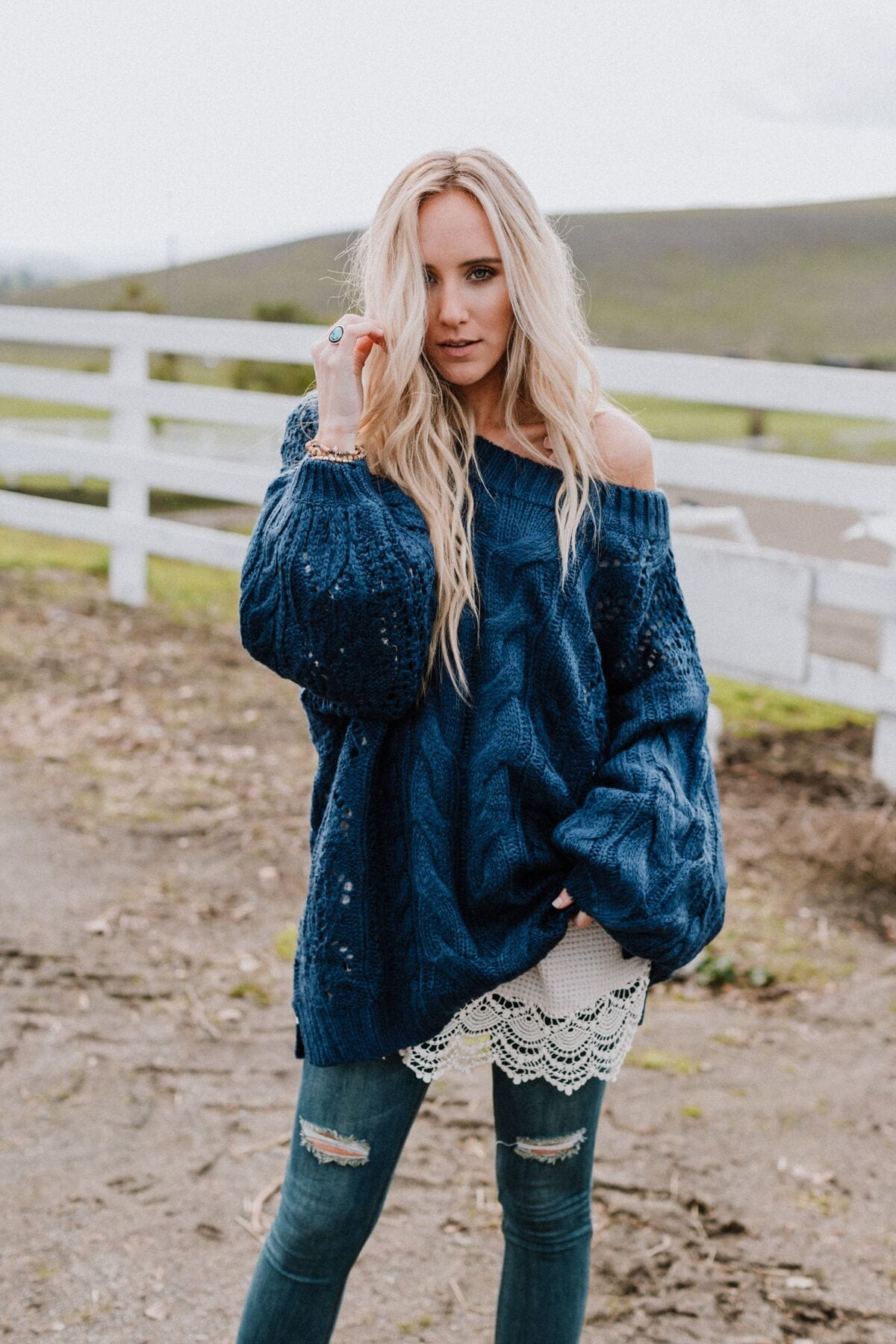 Image of Golden Hour Bubble Sleeve Sweater - Navy