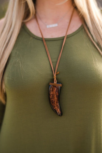 Western Horn Pendant Necklace In Brown